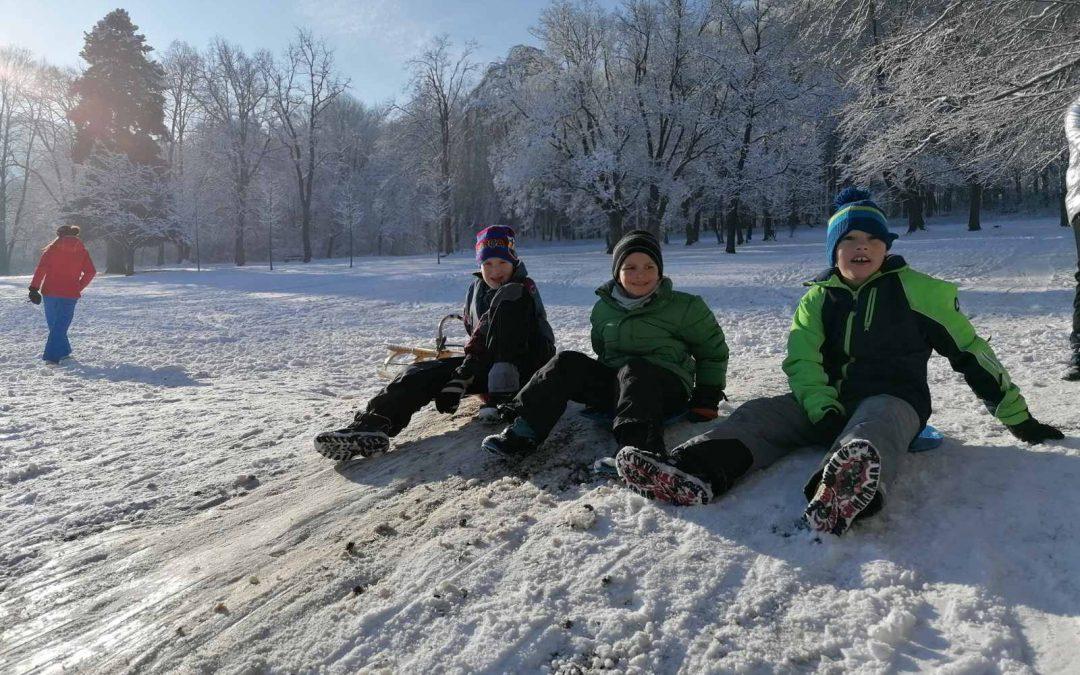 Izkoristili pošiljko snega in izvedli zimski športni dan