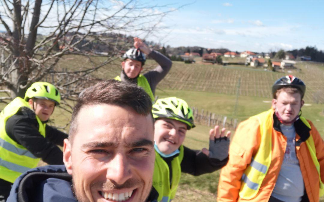 Toplejše vreme smo izkoristili za prve kolesarske kilometre letos.